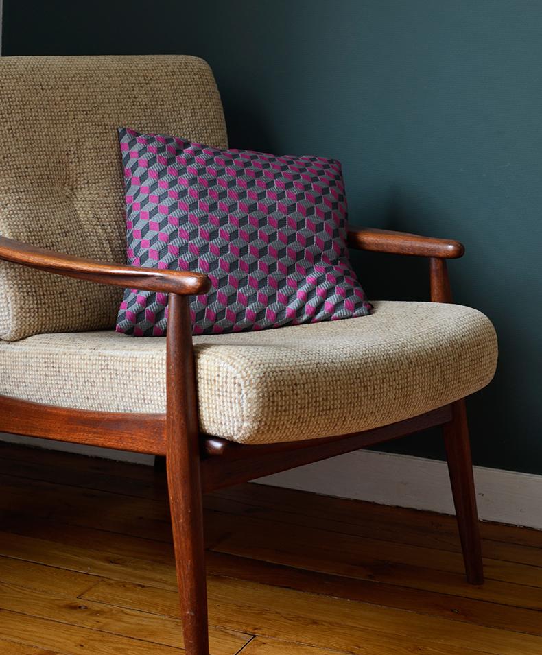 fauteuil et table vintage ebay bougie rose kafka goes pink chez oranjade plateaux hay chez home autour du monde tlphone et vases chez fleux meuble