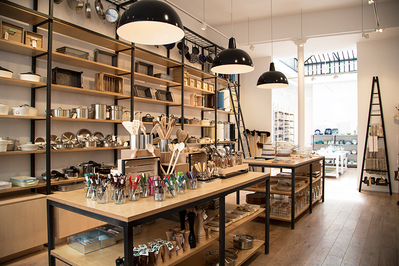 La Tr Sorerie Bazar Chic Et Caf Su Dois