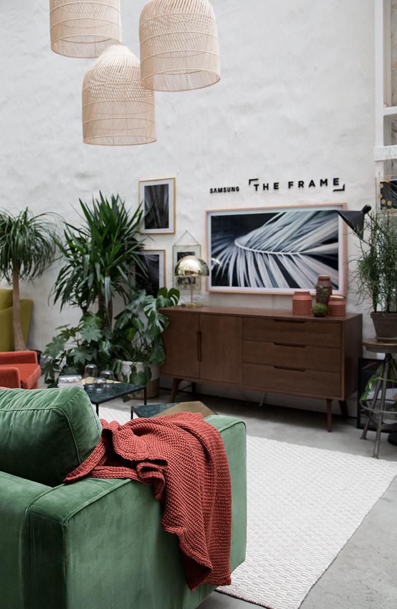 A Quelle Hauteur Mettre Une Tele Au Mur le salon idéal – the frame x made – mamie boude